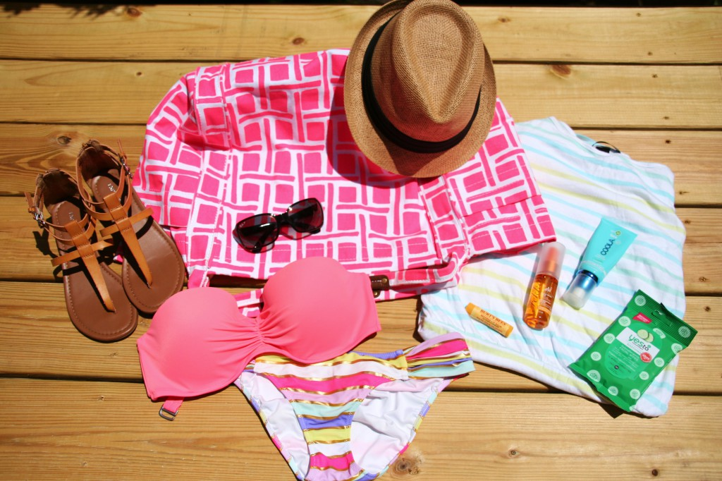 Beach and Pool Must-Haves: Things That Should be In Your Pack