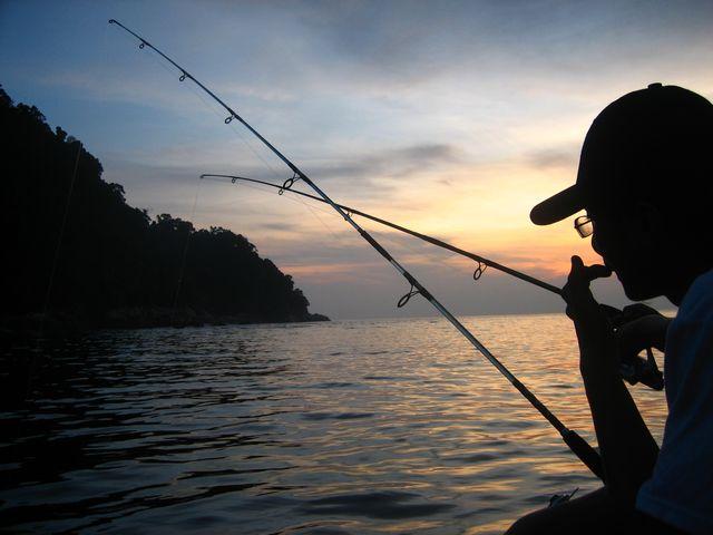 5 Reasons You Should Go Night Fishing